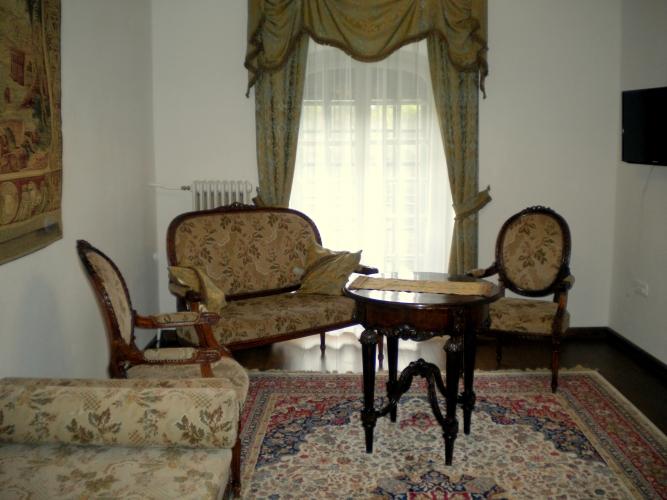 esterh zy kast ly. Black Bedroom Furniture Sets. Home Design Ideas